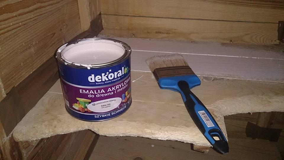 malowanie półek w klatce szynszyli
